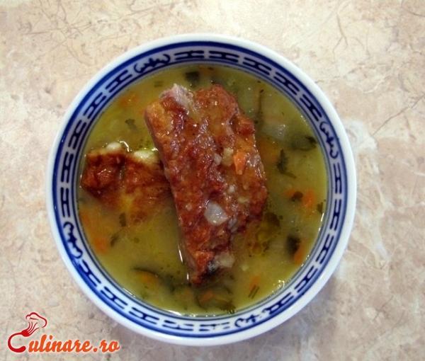 Foto - Ciorba de salata cu afumatura