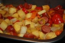 Mancare de cartofi cu carnati afumati