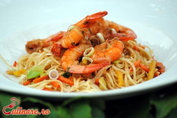 Foto - Noodles cu creveti si legume