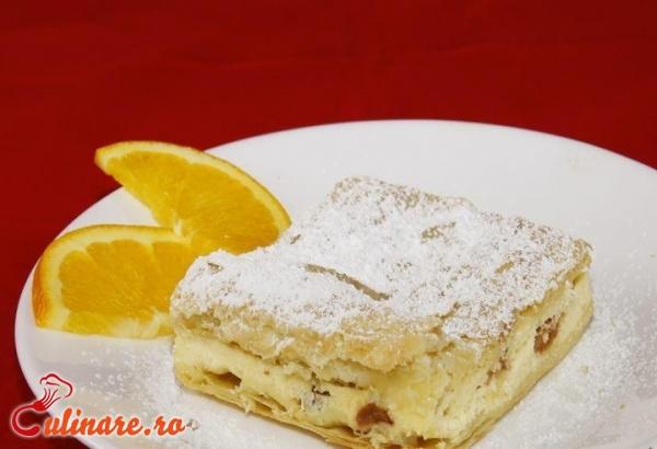 Foto - Placinta cu branza dulce si stafide