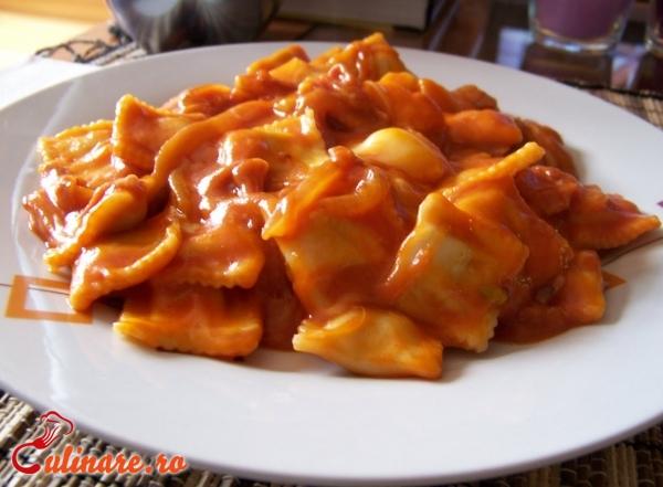 Foto - Ravioli cu sos rosii