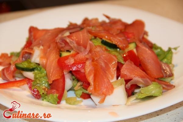Foto - Salata cu somon afumat