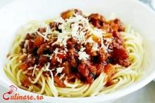 Spaghete cu carne de porc