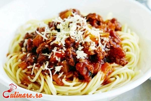 Foto - Spaghete cu carne de porc